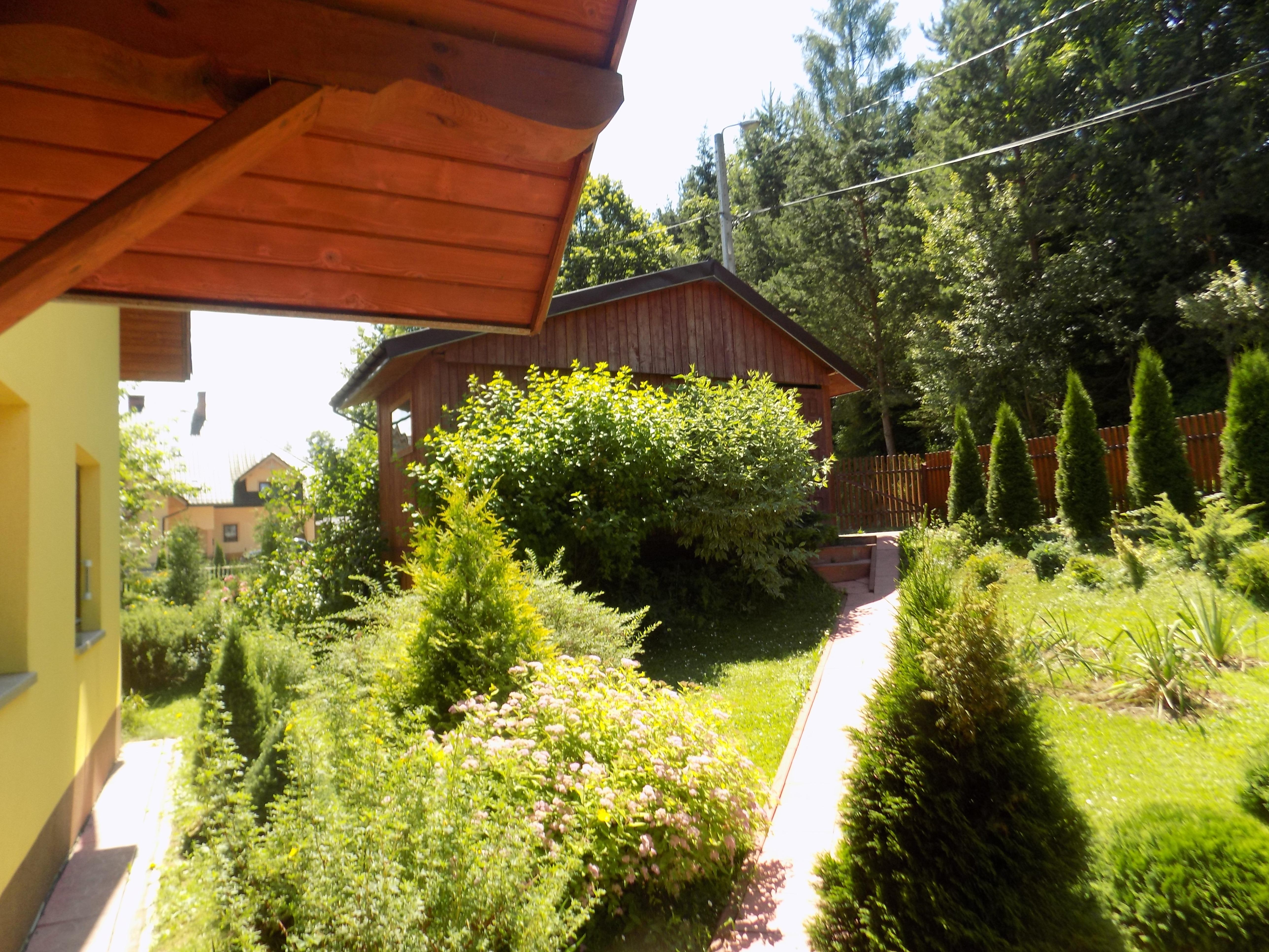 ogród-przed-domem