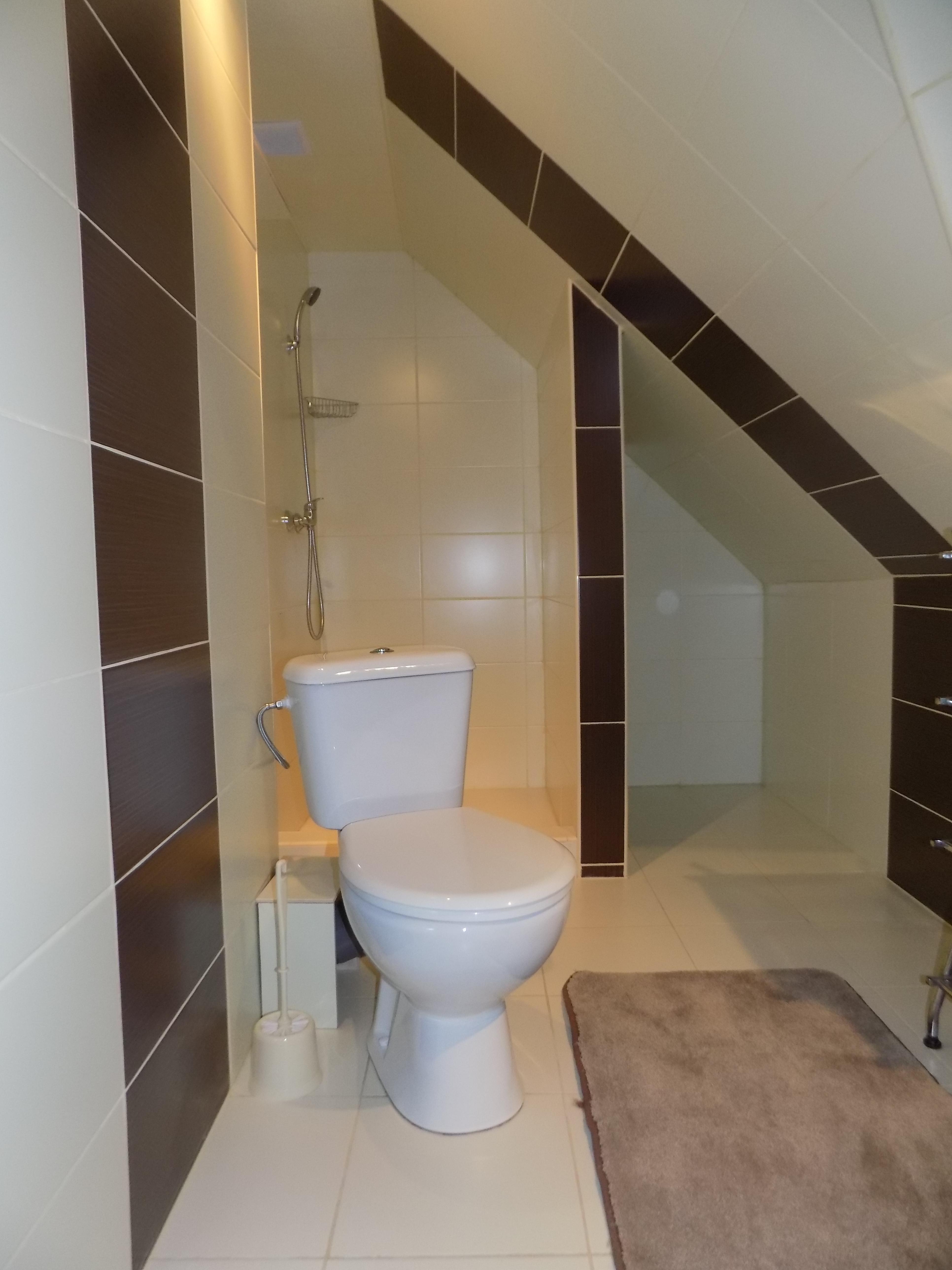 łazienka-w-pokoju-4-osobowym